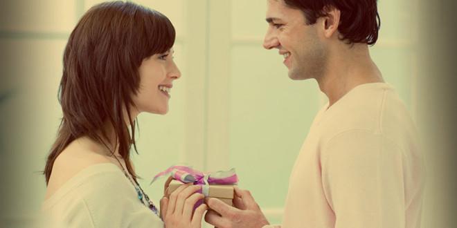 зачем дарить женщинам подарки