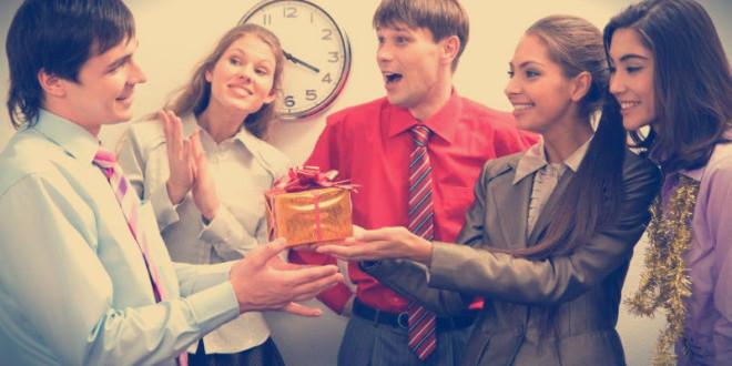 что подарить директору мужчине на новый год