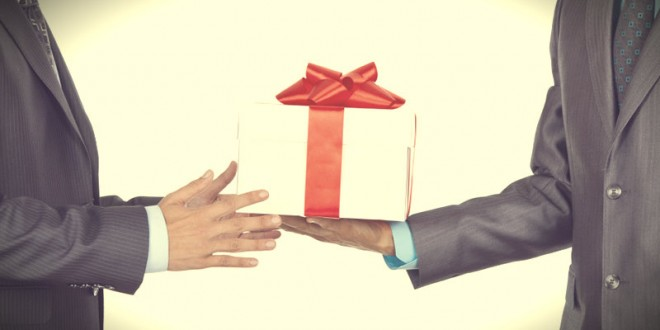 символические подарки коллегам на 23 февраля