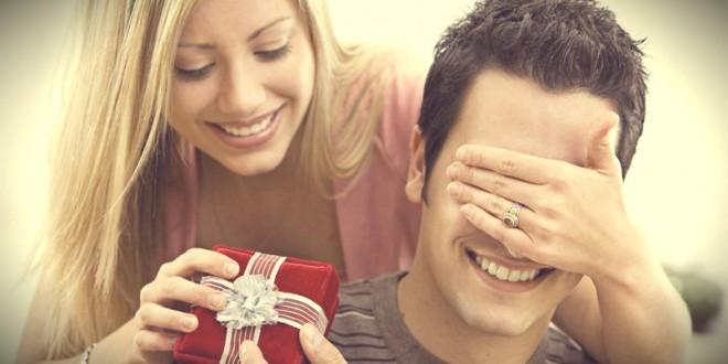 как подарить подарок парню на 23 февраля