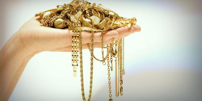что подарить из золота девушке