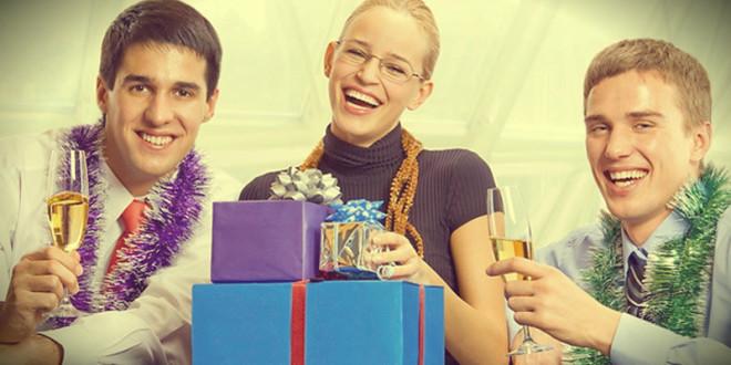 что подарить коллеге женщине на новый год 2016