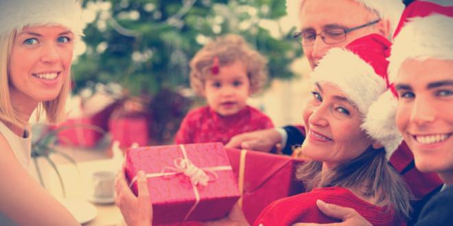 недорогие подарки родителям на новый год 2016