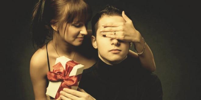 как оригинально вручить подарки мужчинам на 23 февраля
