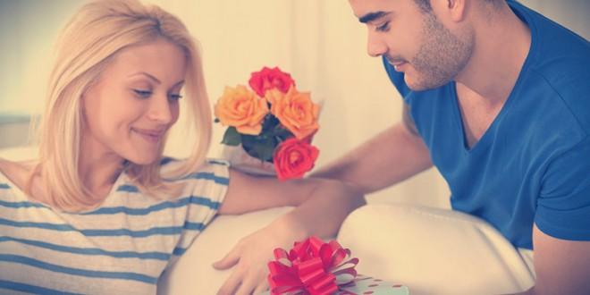 как оформить подарок девушке на 8 марта