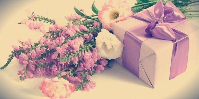 поздравления к подаркам цветам на 8 марта для мамы