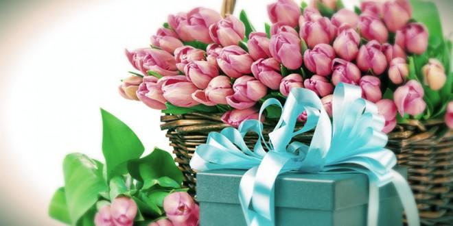 какие цветы подарить женщине на 8 марта