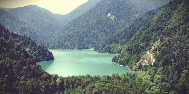 куда поехать в абхазию к морю летом